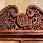 Wine rack crest detail