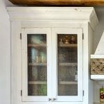 Kitchen cabinet bubble glass detail
